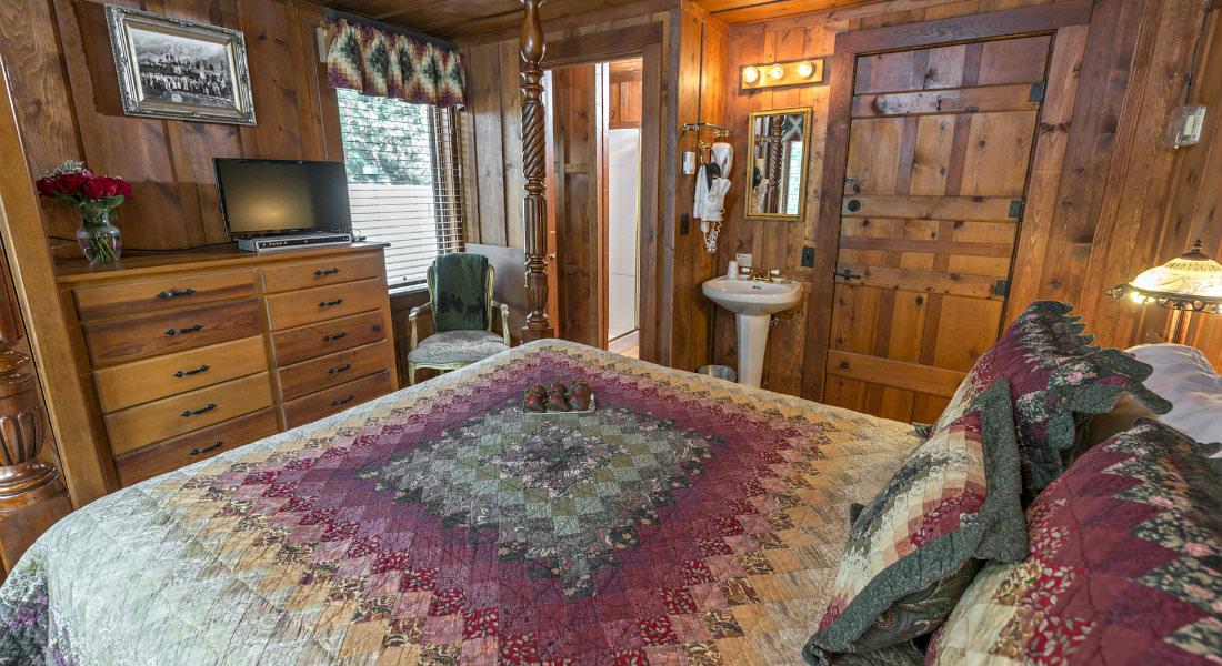 B Amp B Style Vacation Rental Near Manitou Springs Colorado At