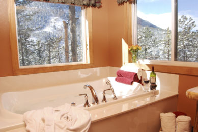 Cascade Suite Jetted Tub for Two