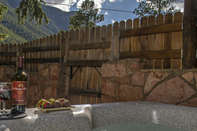 Cabin with Hot Tub at Pikes Peak
